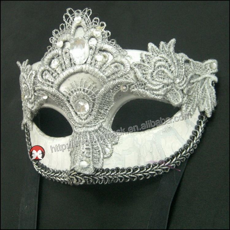 Карнавальные маски красные
