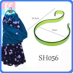 small plastic hangers