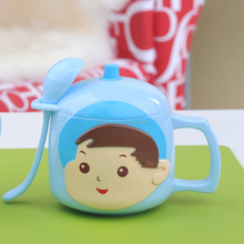 200ml 8oz Wholesale best resuable clear plastic children cartoon water cup with spoon and handle 4103