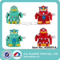 Hot promotion gifts newest small walking robot toy plastic wind up robot for baby