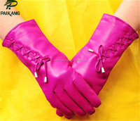 Ladies' pink gloves for touch screen