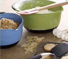 Nonslip bottoms stabilize bowls while mixing plastic PET bowl