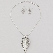N145 Retro Metal Leaf Pendant&Necklace Simple Design Inspiration Natural Necklace Jewelry