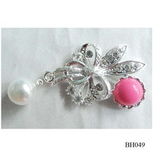 Factory price alloy brooch with resin and pearl flower one big resin brooch for dress