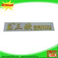 Etiqueta tridimensional plástica de color oro de marcas