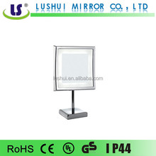 Magnifying LED hotel makeup mirror with bulbs