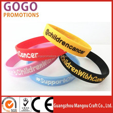 Fashion low price custom silicone bracelets no minimum, factory direct supply cheap with LOGO personalized silicone bracelets