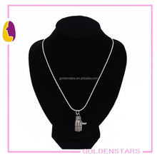 2015 popular wholesale fashion necklace with hand pendant