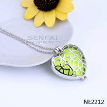 2015 fluorescence luminous new arrive fashion gold chain fluorescent necklace glowing heart necklace