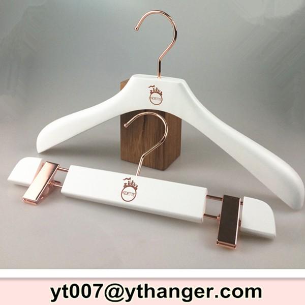 blanc en bois cintre enfants cintre pour enfants id de produit 60418278407. Black Bedroom Furniture Sets. Home Design Ideas