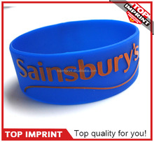 2015 New Design Embossed Silicone Wristband