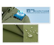 Stocklot negro Impermeable y transpirable tejido TPU recubierto de tela TPU soft shell/ cáscara suave con forro polar
