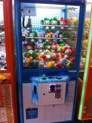 OEM/ODM gifts crane claw machine/toy vending machine with light tape for amusement park and market