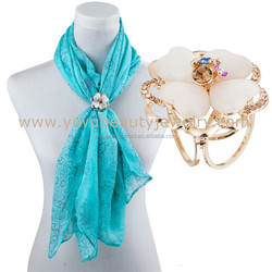 Hot selling metal main material buckle wholesale latest design quick release rhinestone scarf buckle with top quality
