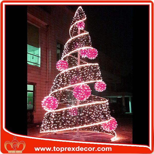 Outdoor christmas decorations cardboard christmas tree for Outdoor tree decorations