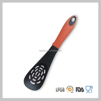 High Quality Gadget Plastic Slotted Spoon of Kitchen Accesories