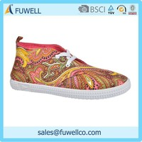 China popular design your own soccer shoes