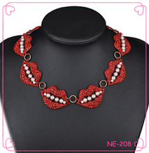 2015 wholesale pearl lips necklace with clear rhinestone