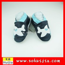 Factory direct sale 2015 hot black and white plane embroidered flat baby moccasins Footwear with baby shoes