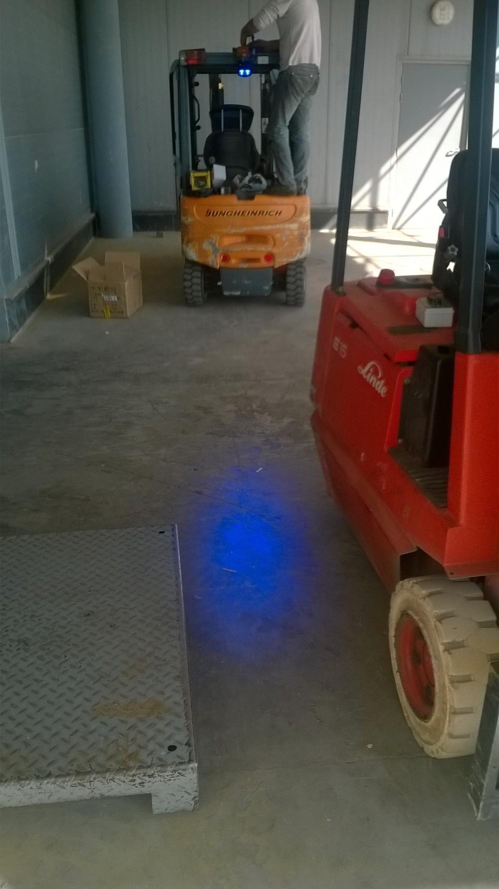 chariot l vateur bluespot bleu led de s curit spotlight lumi re t moin d 39 avertissement syst me. Black Bedroom Furniture Sets. Home Design Ideas