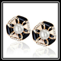 Holiday Sales Promotion Gold Plated Black Enamel Leaf Stud Earrings With Imitation Pearl MGJ0243