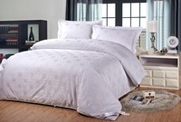 high quality and beatutiful designs silk quilt
