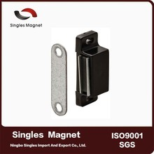4-5 kg Holding Power Plastic Floating permanent magnetic Catch with Metal Strike Plate magnet cabinet door catches/door closer