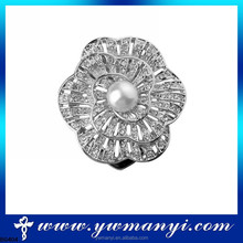 Alibaba express wholesale flower shape rhinestone brooches and buttons