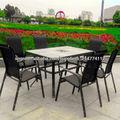 sillas de jardín y mesa
