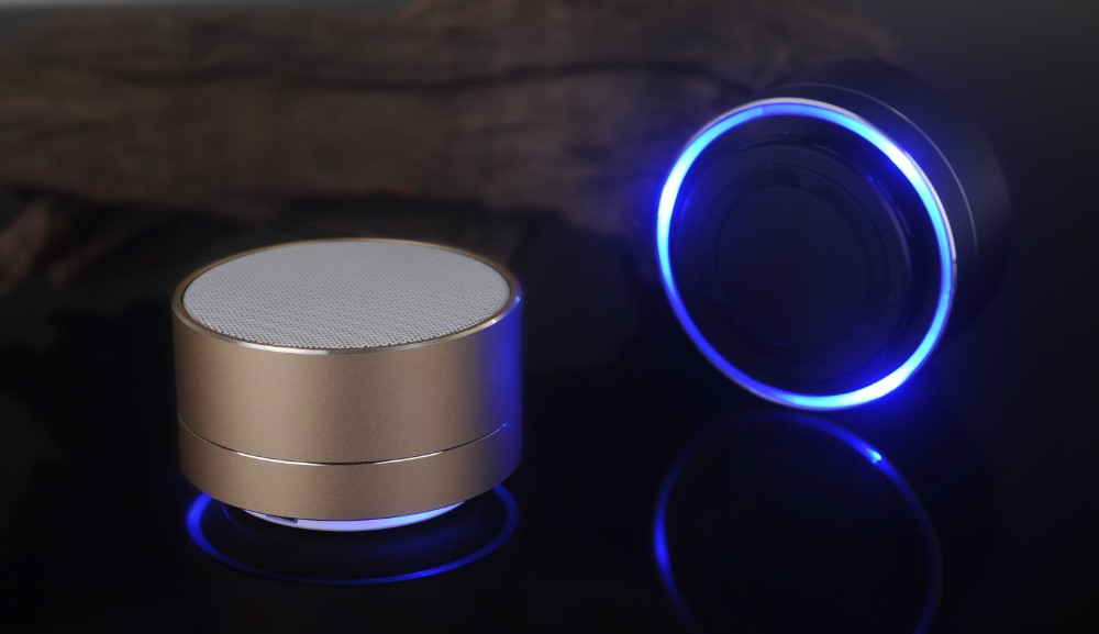 Usine en gros sans fil mini A10 bluetooth haut-parleur avec fm fonction et led lumière