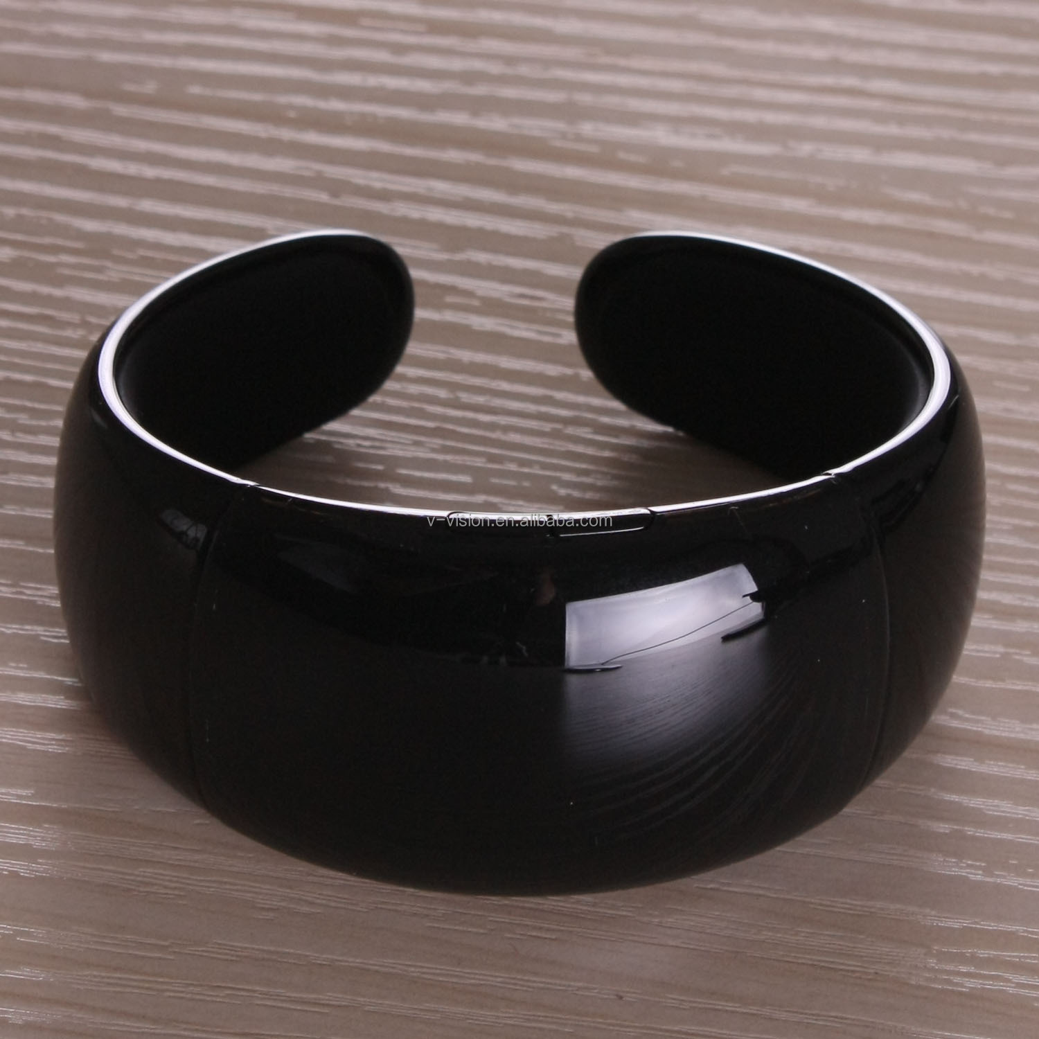 2014 New !!! Led bluetooth bracelet with vibration and caller id can answer the call