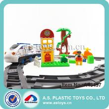 la construcción de los trenes bloque de juego para los niños con la luz y el sonido