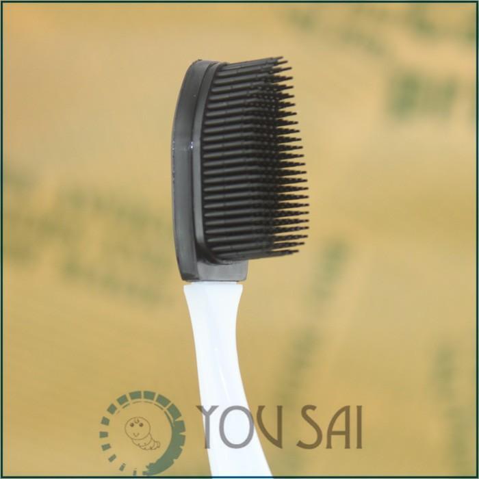 Силиконовая мягкая зубная щетка с дополнительной насадкой. фото