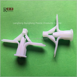 Plstic Toggle Wings Used in Masonry