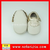 Wholesale fashion white and gold tassels moccasins breathable soft small shoes china for baby