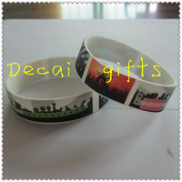 Factory direct sale thin silicone bracelet for personalized design