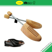 LM001A Best Sale Lotus Wood Men Shoe Stretche