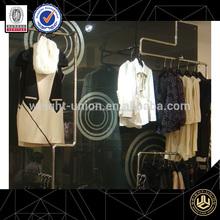 la tienda de ropa de diseño de interiores
