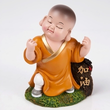 High Quality Resin Figurine for Office Table Decoration
