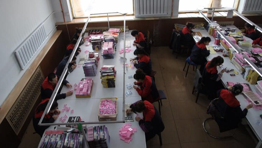 packing workshop for eyelashes.JPG