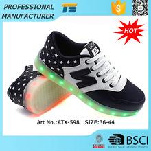 <span class=keywords><strong>Alibaba</strong></span> impermeable Led adultos zapatos con luces