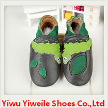 Genuine leather shoes embroidered with natural pattern like leafs stars and cherry blossoms very cheap shoes in china