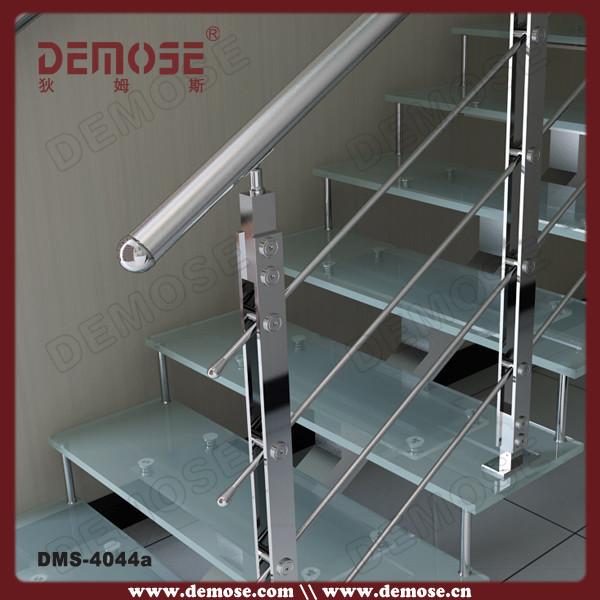Narices de barandales para escaleras interiores for Escaleras de aluminio para interiores