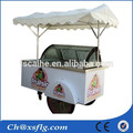 Rua ice- creme carrinho,, gelo- máquina de gelados, triturador de gelo com carrinho de cachorro quente para a venda