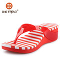2015 Diseño más novedoso a la moda EVA sandalias cuña plástico chanclas pvc zapatos gelatina