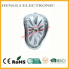 Plastic Decorating ideas made in China Dali Melting fashion Table Clock