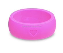Fashion design pink silicone wedding finger ring and band