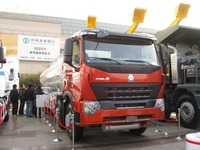 sinotruk powerful engine howoA7 ZZ1257S3247B oil tank truck