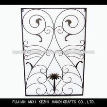 antigua de flores de hierro forjado negro de la decoración de la pared