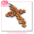 hecho por cliente religioso cruz de color o un crucifijo de madera